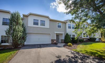 Brookfield Condo/Townhouse Active Contingent With Offer: 372 Kristin Ct E