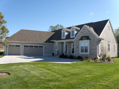 Pewaukee Single Family Home For Sale: N21w24961 Still River Dr