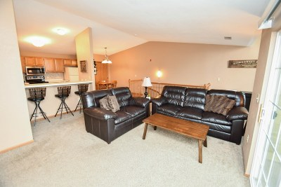 Hartland Condo/Townhouse For Sale: 4875 Easy St #10