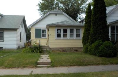 Milwaukee Single Family Home For Sale: 5721 N 40th St