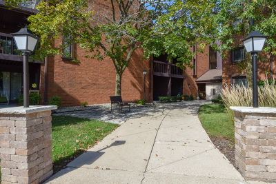 Greenfield Condo/Townhouse For Sale: 5200 S Tuckaway Blvd #122B