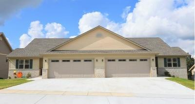 West Bend Condo/Townhouse For Sale: 2608 Parkfield Dr