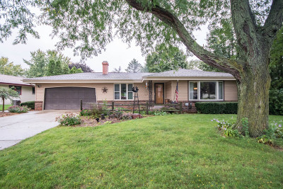 Mukwonago Single Family Home Active Contingent With Offer: 1202 River Park Cir W