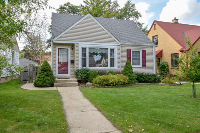 Milwaukee Single Family Home For Sale: 3035 N 88th St