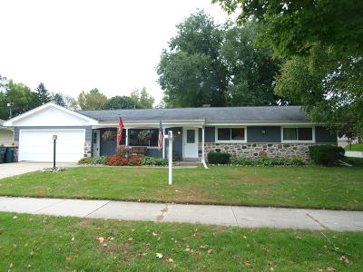 West Bend Single Family Home For Sale: 225 Green Valley