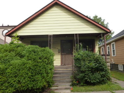 Milwaukee Single Family Home For Sale: 332 S 65th St