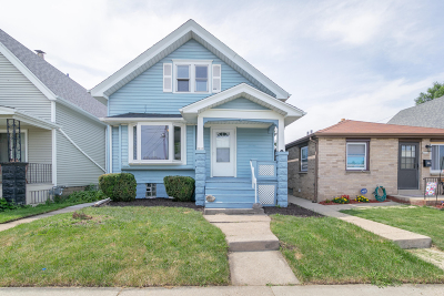 Milwaukee Single Family Home For Sale: 3017 S 11th St