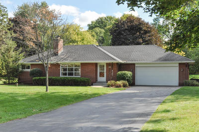 Elm Grove Single Family Home Active Contingent With Offer: 1820 Fairhaven Blvd