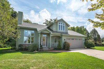 Hartland Single Family Home Active Contingent With Offer: 1040 Eton Ct