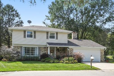 Cedarburg Single Family Home Active Contingent With Offer: W53n845 Castle Ct