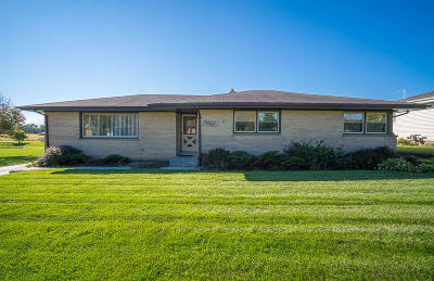 Racine Single Family Home Active Contingent With Offer: 5725 Alburg Ave