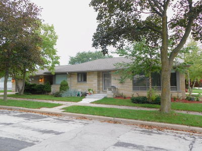Milwaukee WI Single Family Home Active Contingent With Offer: $189,534