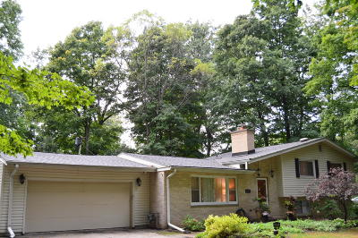 Brookfield Single Family Home Active Contingent With Offer: 2105 Glen Cove Ln
