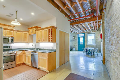 Milwaukee Condo/Townhouse Active Contingent With Offer: 904 E Pearson St #111