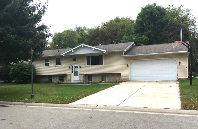 Watertown Single Family Home Active Contingent With Offer: 528 Mary Knoll Ln