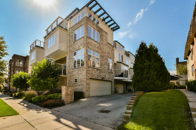 Milwaukee Condo/Townhouse For Sale: 2581 N Farwell Ave
