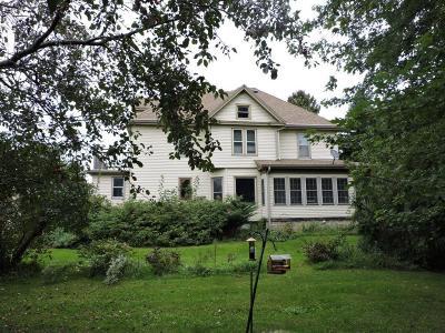 Sheboygan Single Family Home For Sale: 910 W Garton