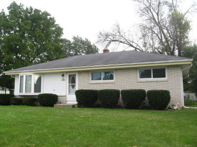 Sussex Single Family Home For Sale: N65w24215 Elm Ave