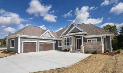 Mequon Single Family Home For Sale: 11262 N River Birch Dr