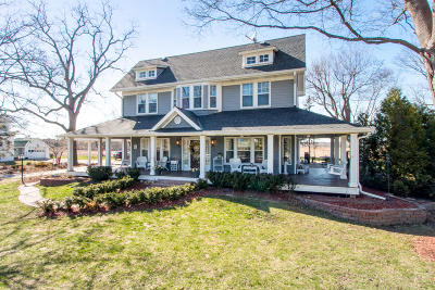 Lake Geneva Single Family Home Active Contingent With Offer: W3316 S Lakeshore Dr