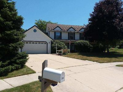West Bend Single Family Home For Sale: 1103 Hazelwood Ct