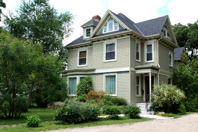 Delavan WI Single Family Home Active Contingent With Offer: $329,000