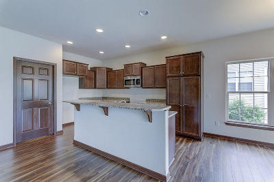 Waterford Condo/Townhouse For Sale: 482 Woodfield Cir