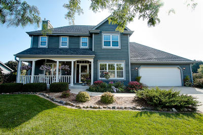 Ozaukee County Single Family Home Active Contingent With Offer: 800 N Dries St