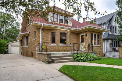 Shorewood Single Family Home For Sale: 1653 E Newton Ave