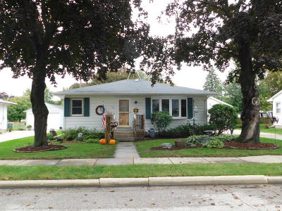 Jefferson County Single Family Home Active Contingent With Offer: 916 Carol St