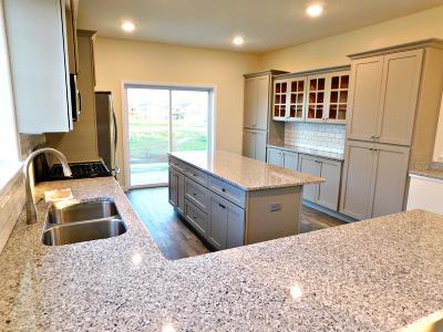 Ozaukee County Single Family Home For Sale: 1865 Farm View Dr