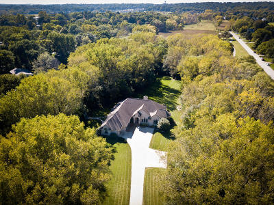 Waukesha County Single Family Home For Sale: 4225 Lilly Rd