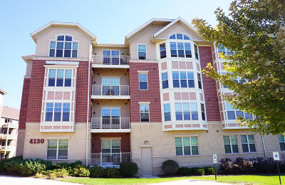 Milwaukee County Condo/Townhouse For Sale: 4130 S Lake Dr #272