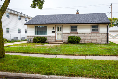 Milwaukee Single Family Home Active Contingent With Offer: 4501 S 5th Pl