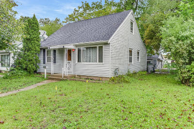 Milwaukee County Single Family Home For Sale: 5204 N 62nd St