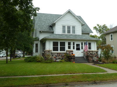 Fort Atkinson WI Single Family Home Active Contingent With Offer: $137,000