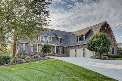 Pewaukee Single Family Home For Sale: W285n3461 Conservancy Dr
