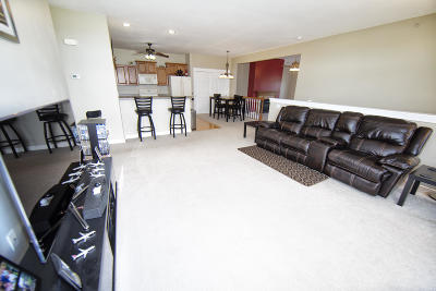 Oak Creek Condo/Townhouse Active Contingent With Offer: 2681 W Honadel Blvd