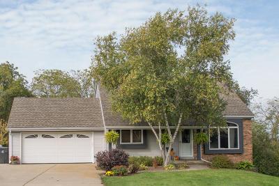 Waukesha Single Family Home For Sale: W247s7385 Scotland Dr