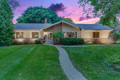 Brookfield Single Family Home Active Contingent With Offer: 3325 Old Lantern Dr