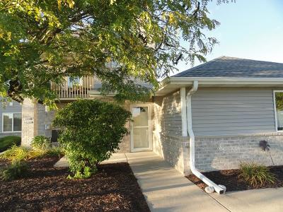 Jackson Condo/Townhouse Active Contingent With Offer: W206n16107 Stonebrook Dr