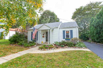 Hartland Single Family Home Active Contingent With Offer: 179 Warren Ave