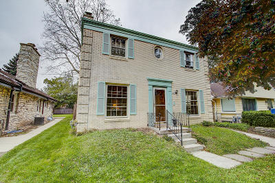 Milwaukee County Single Family Home For Sale: 1224 E Townsend St