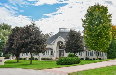Waukesha County Single Family Home For Sale: W289n4756 Wild Rose Ct