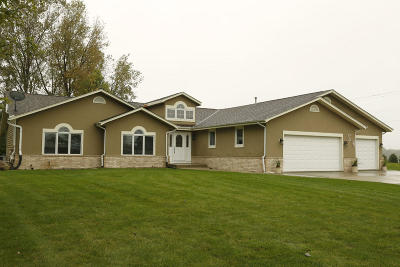 Muskego Single Family Home Active Contingent With Offer: S103w19543 Kelsey Dr