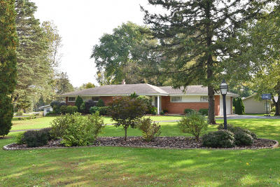 New Berlin Single Family Home Active Contingent With Offer: 12711 W Marquette Dr