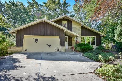 Milwaukee Single Family Home For Sale: 1811 W Holmes Ct