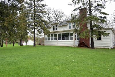 Waukesha County Single Family Home For Sale: 3400 N Sawyer Rd