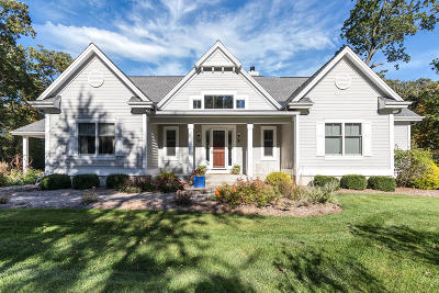 Oconomowoc Single Family Home Active Contingent With Offer: S29w33876 Olde Oak Pass