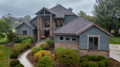 Cedarburg Single Family Home Active Contingent With Offer: 11882 Hidden Valley Dr